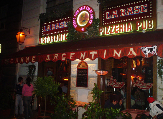 Roma_Restaurant_La-Base_night_eat