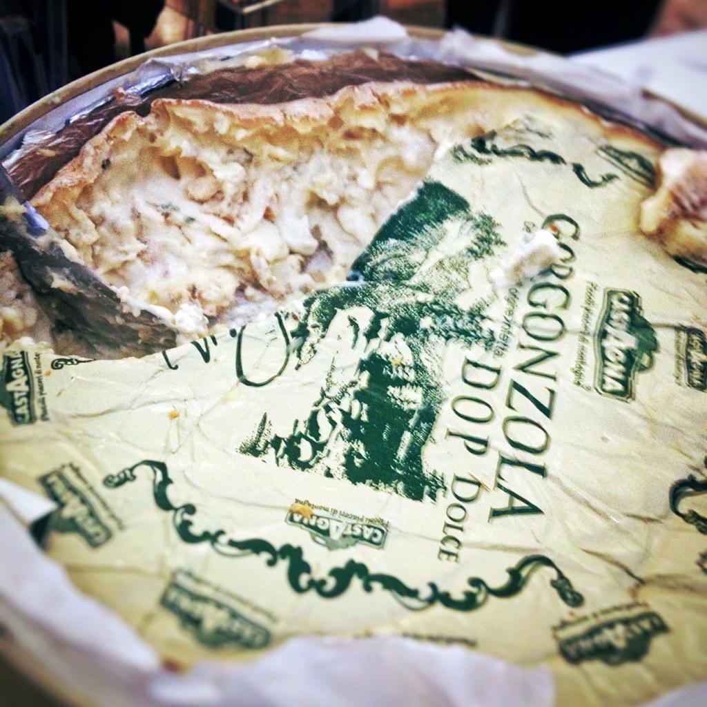 Gorgonzola_Dolce_Castagna_formaggio-italiano_cheese
