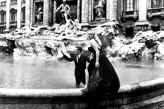 Fontana-di-Trevi_la-dolce-vita_Anita-Ekberg_Marcello-Mastroianni