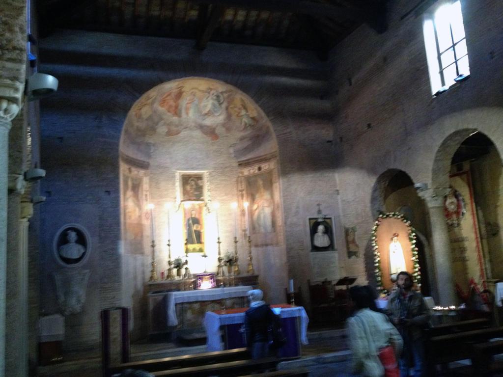 ANGOLI DI TRASTEVERE E RITRATTI DI MANI_Chiesa San Benedetto in Piscinula_photo-by_igor W Schiaroli_0
