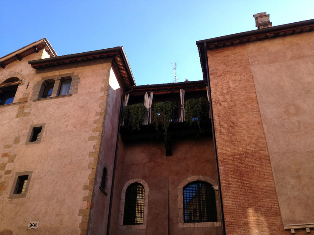 ANGOLI DI TRASTEVERE E RITRATTI DI MANI_Palazzo Mattei piazza in Piscinula_Photo-by_igor W Schiaroli_0