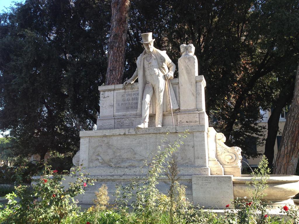 ANGOLI DI TRASTEVERE E RITRATTI DI MANI_Statua Gioaccchino Belli_photo-by_igor W Schiaroli_0