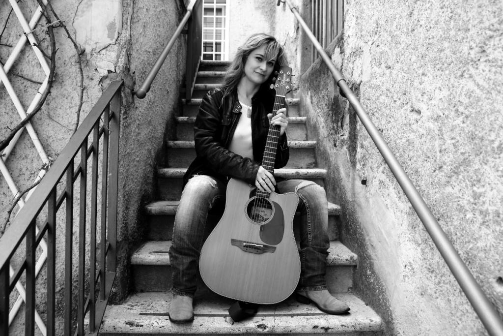 Francesca-Romana-Fabris_cantautrice-songwriter_folk