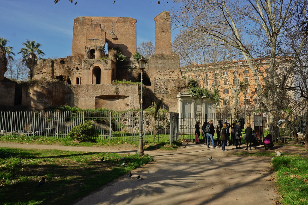 Walking to discover same magic corners of roma city rome - Porta magica piazza vittorio ...