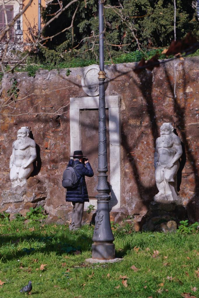 Passeggiate a-piedi-Roma_Walking-tour-Rome_La-Porta-Magica,Piazza Vittorio_Mercato-Esquilino_Photo-by-Antonio-Barbieri-337