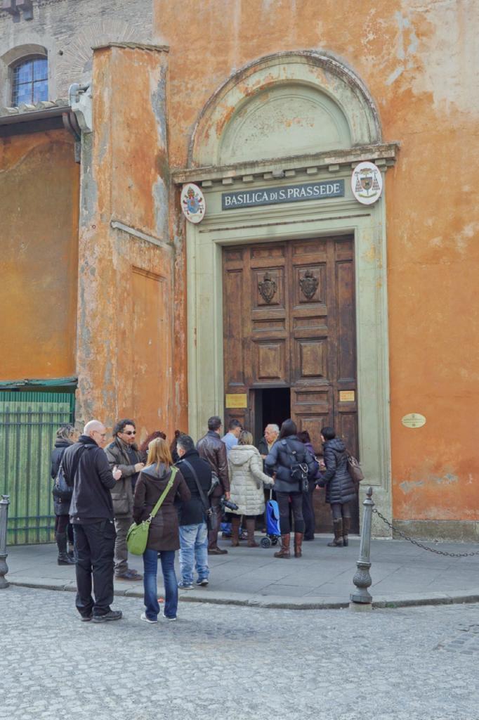 Passeggiate a-piedi-Roma_Walking-tour-Rome_La-Porta-Magica,Piazza Vittorio_Mercato-Esquilino_Photo-by-Antonio-Barbieri-387