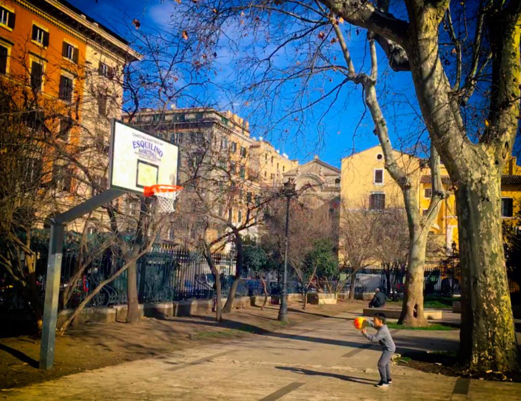 Passeggiate-a-piedi-Roma_Walking-tour-Rome_La-Porta-Magica,Piazza-Vittorio_Mercato-Esquilino_Photoby-Igor-W-Schiaroli_0