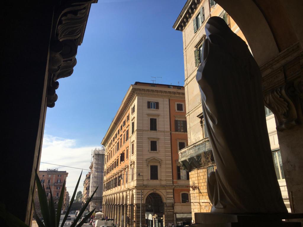 Passeggiate-a-piedi-Roma_Walking-tour-Rome_La-Porta-Magica,Piazza-Vittorio_Mercato-Esquilino_Photoby-Igor-W-Schiaroli_91