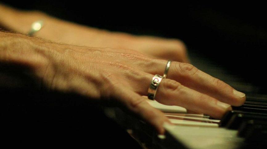 Mani-suona-Piano-Filippo-Gregoretti