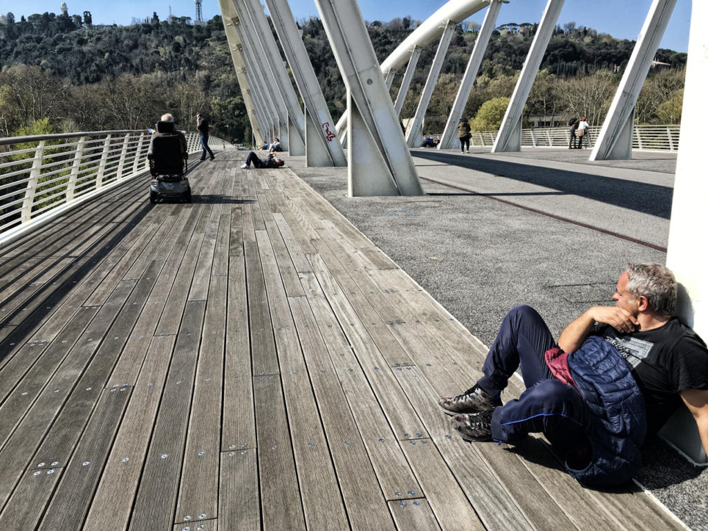Photography_Tour_Rome_Tiber_alla-scoperta-del-Tevere_aspettando-sul-ponte-della-musica_by-Igor-W-Schiaroli
