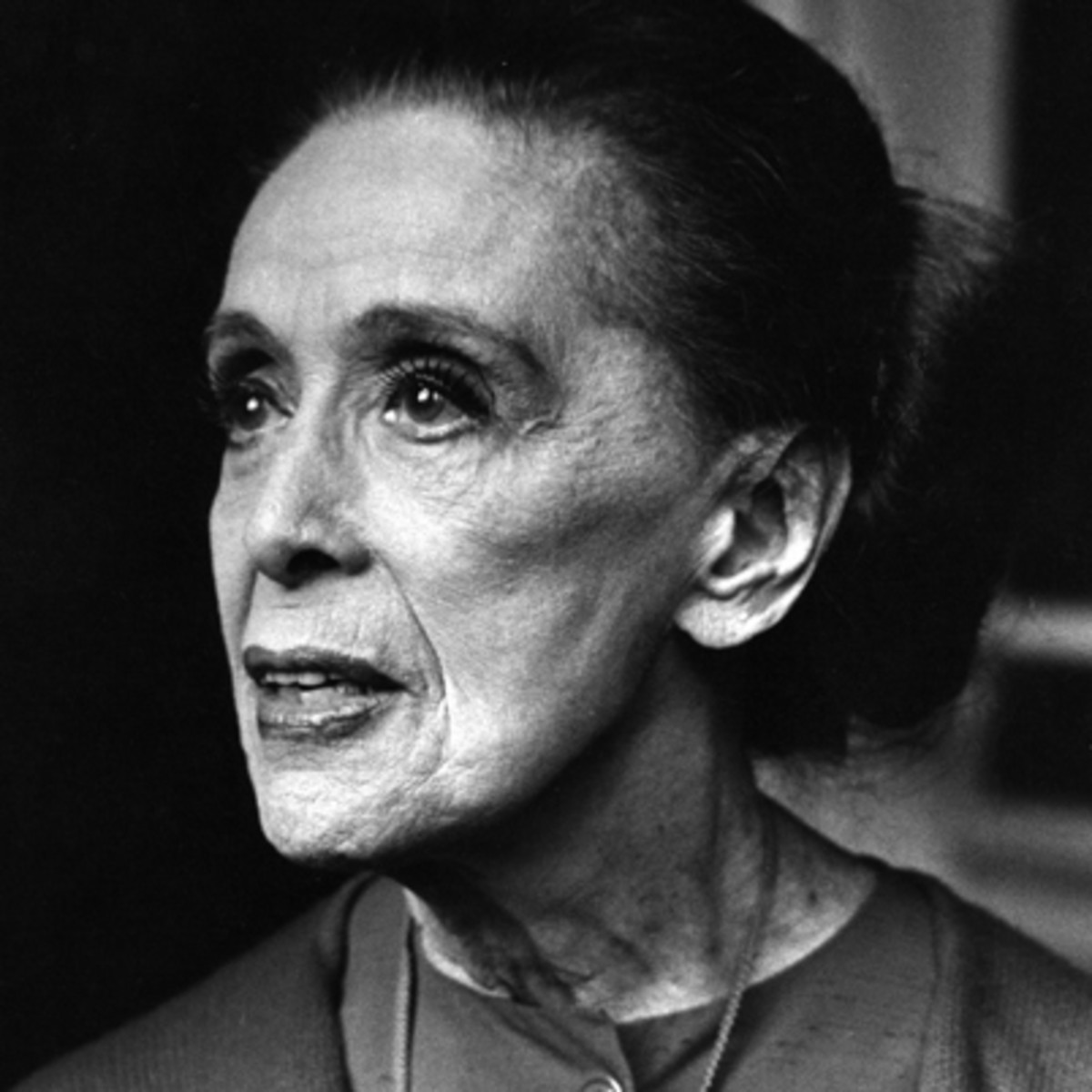 martha graham a dancers life In 1908, the graham family moved to santa barbara, california martha later recalled: california was a world of flowers, oriental people, people with spanish blood, a life completely different from our life in pittsburgh.
