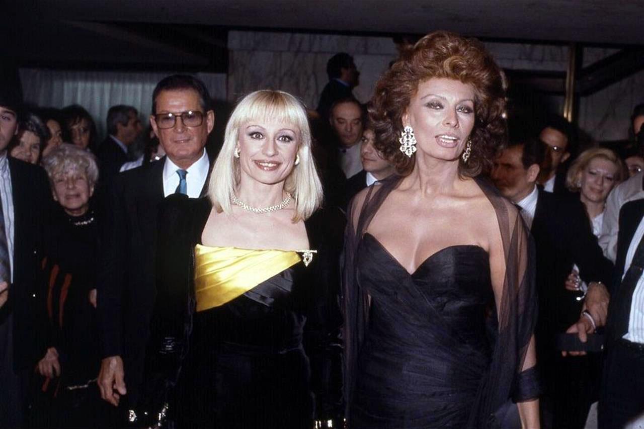 In the living room of Raffaella Carra 'on RAI 3 Sofia Loren ...